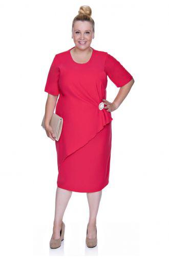 Elegancka malinowa sukienka z broszką