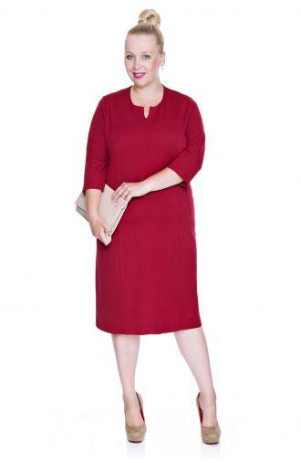 Elegancka ciemnoczerwona sukienka z cięciami