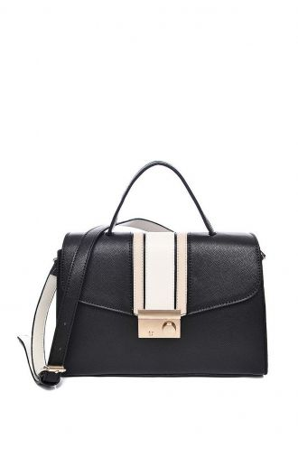 Czarna torebka kuferek