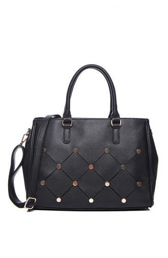 Czarna torba z metalowymi ozdobami