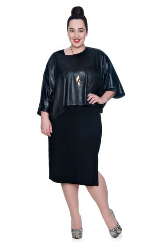 Elastyczna czarna sukienka z rozcięciem