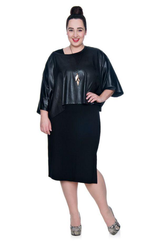 Elastyczna czarna sukienka z rozcieciem