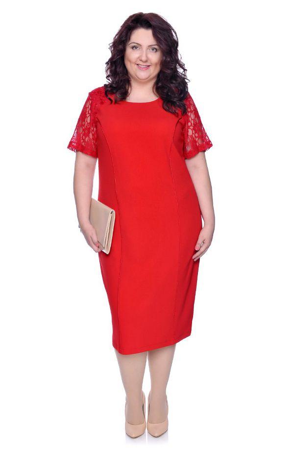 Czerwona sukienka z rękawami z koronki