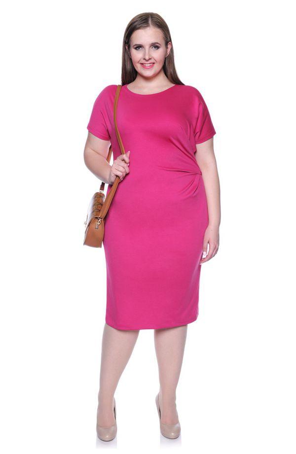 Dzianinowa różowa sukienka z marszczeniem