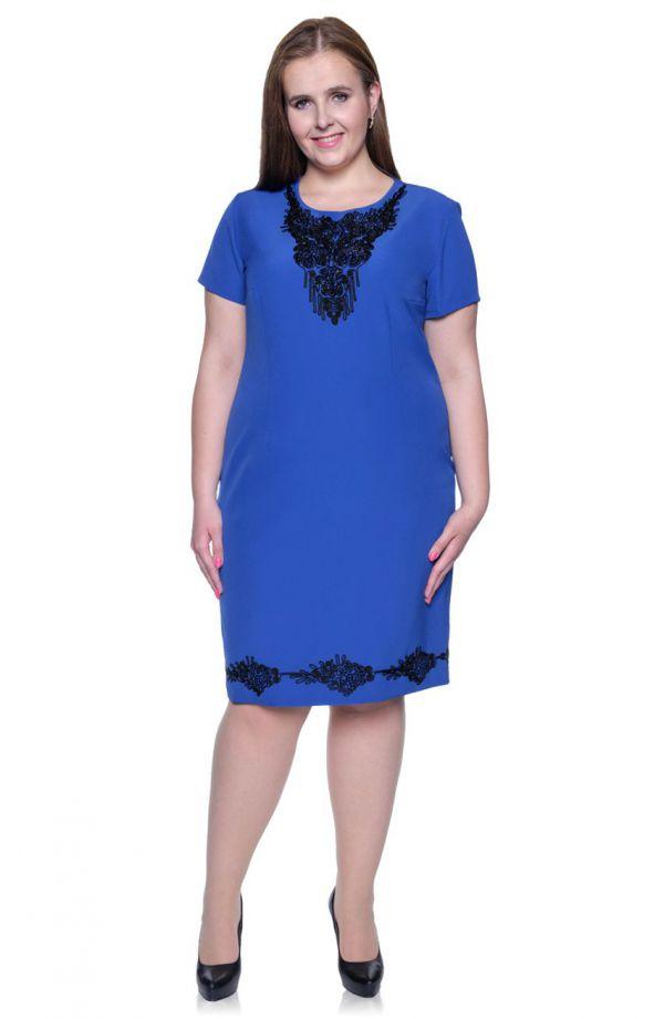 Chabrowa sukienka z ozdobnym haftem