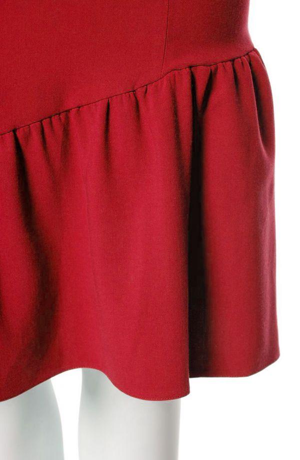 Czerwona sukienka z falbaną