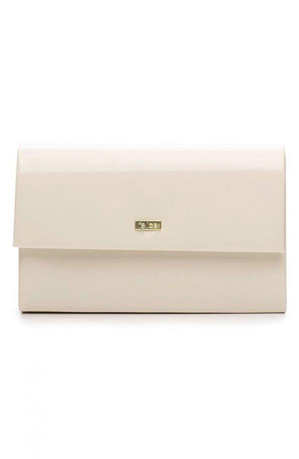 Klasyczna lakierowana kopertówka w kremowym kolorze