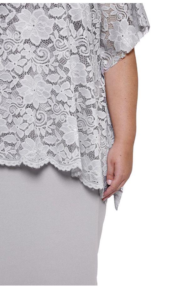 Jasnoszara sukienka z koronkową narzutką