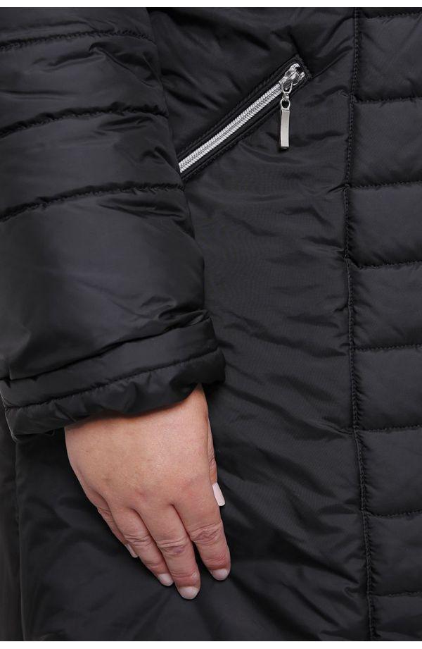 Czarna kurtka z futerkiem przy kapturze