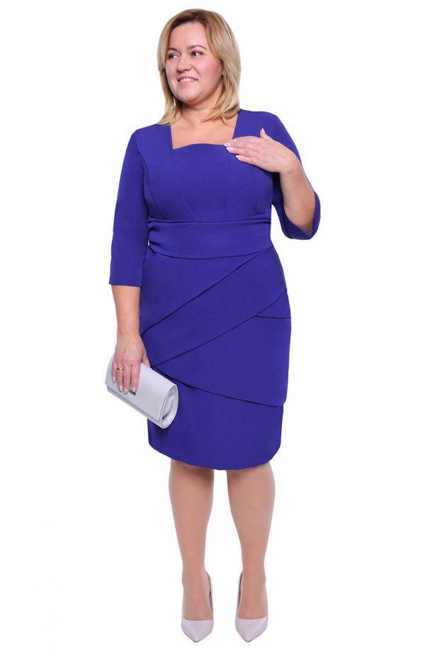 Chabrowa sukienka z efektownymi zakładkami