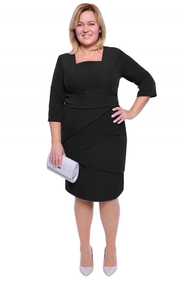 Czarna sukienka z efektownymi zakładkami