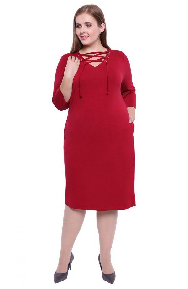Bordowa sukienka z wiązaniem przy dekolcie