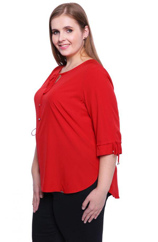 Czerwona bluzka z wiązaniem na dekolcie