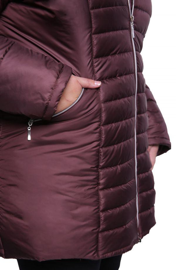 Śliwkowa kurtka z futerkiem przy kapturze