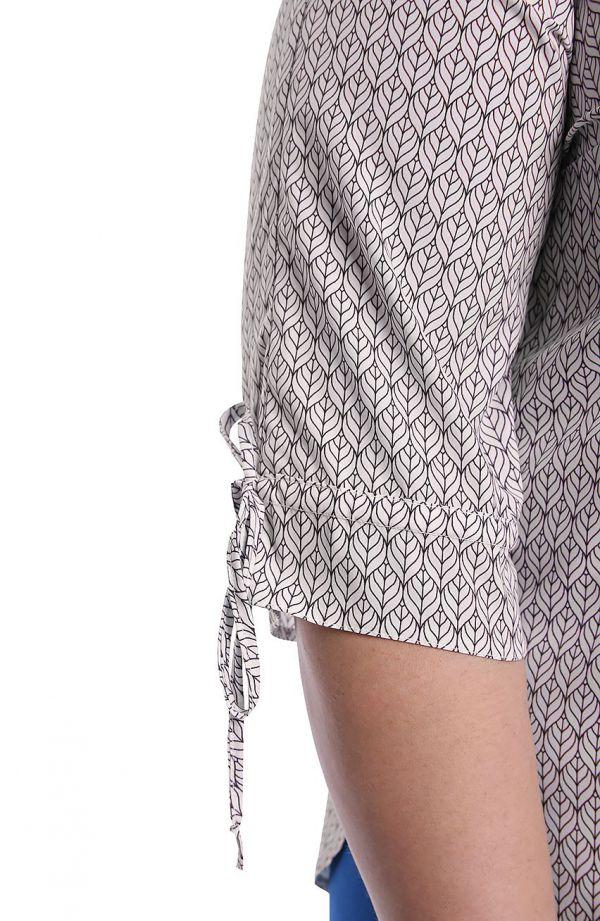 Kremowa bluzka w graficzne listki