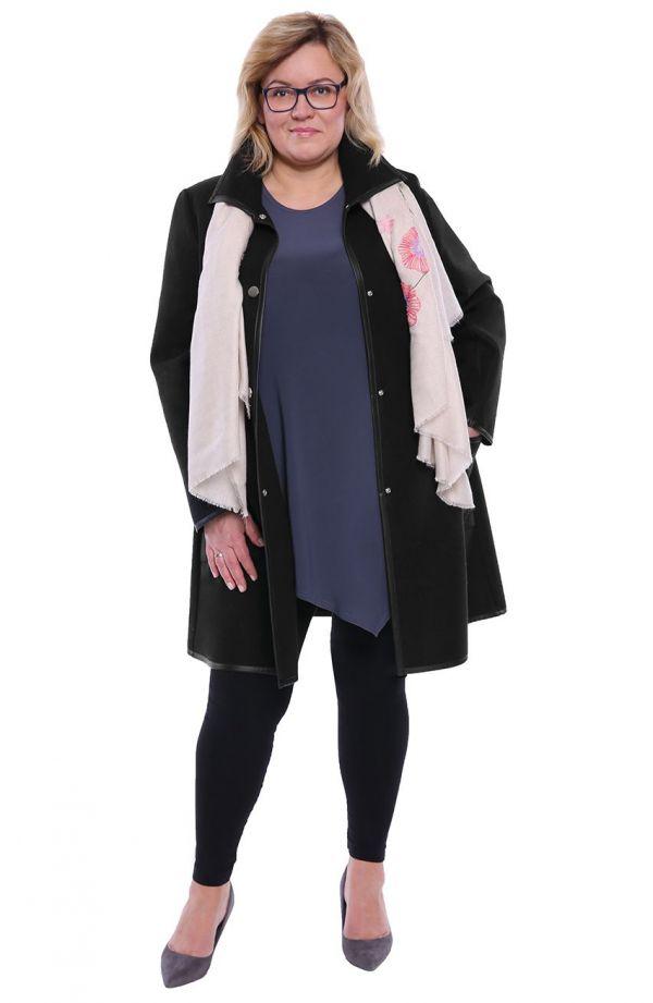 Czarny płaszcz ze skórkowymi lamówkami