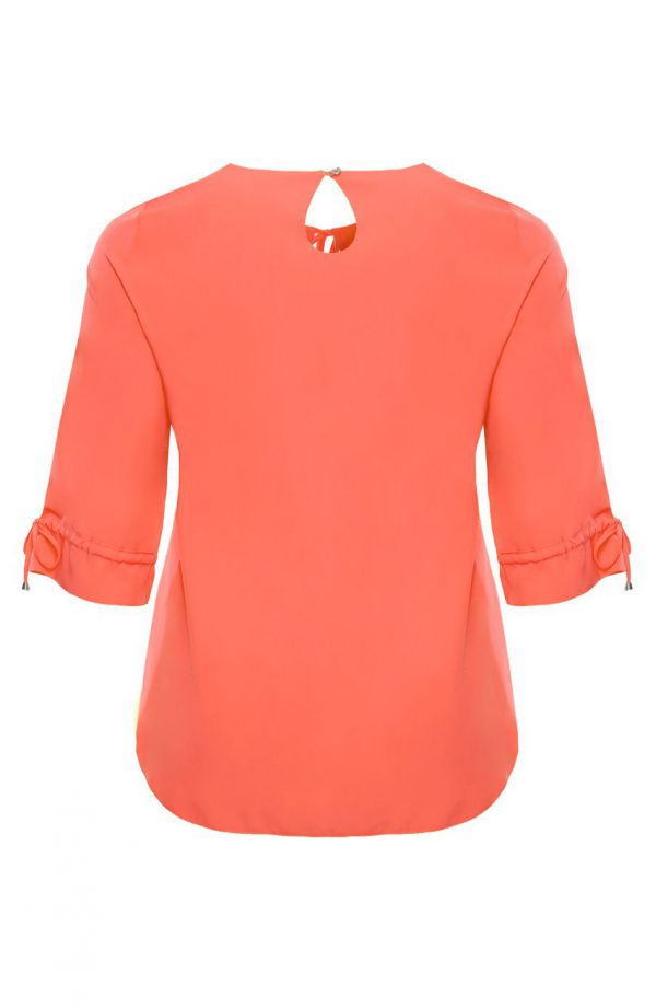 Brzoskwiniowa bluzka z wiązaniem na dekolcie