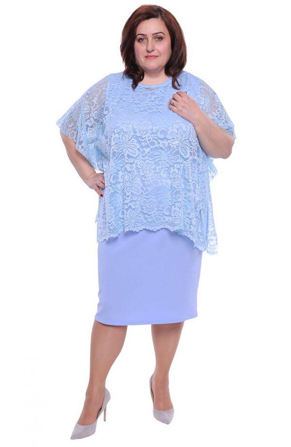Jasnoniebieska sukienka z koronkową narzutką