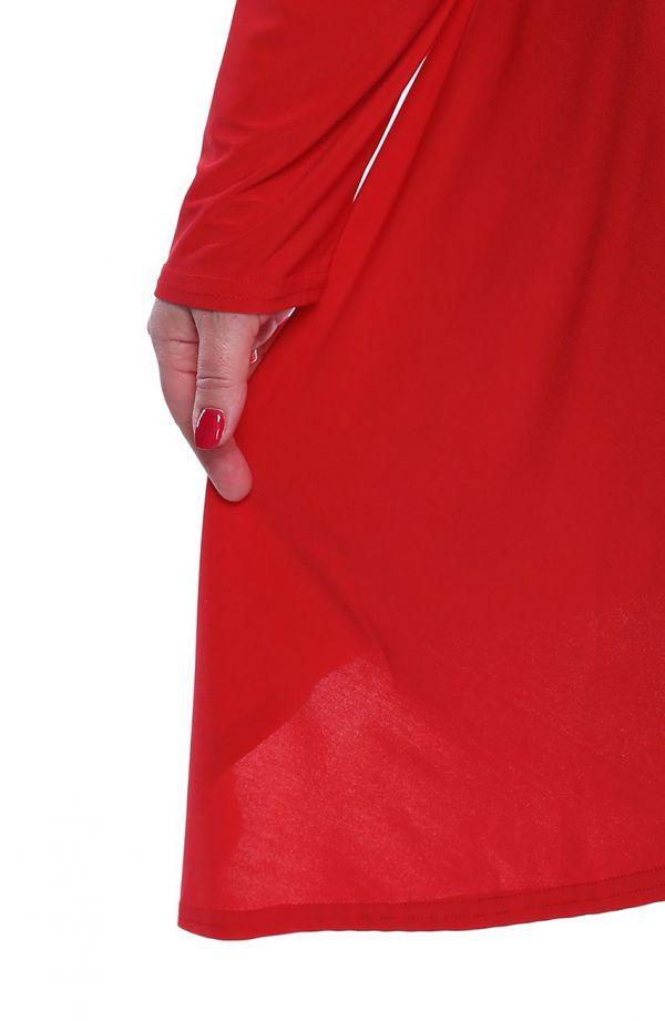 Czerwona narzutka z przedłużanymi bokami