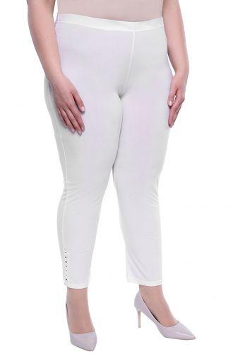 Białe legginsy z dżetami przy nogawce