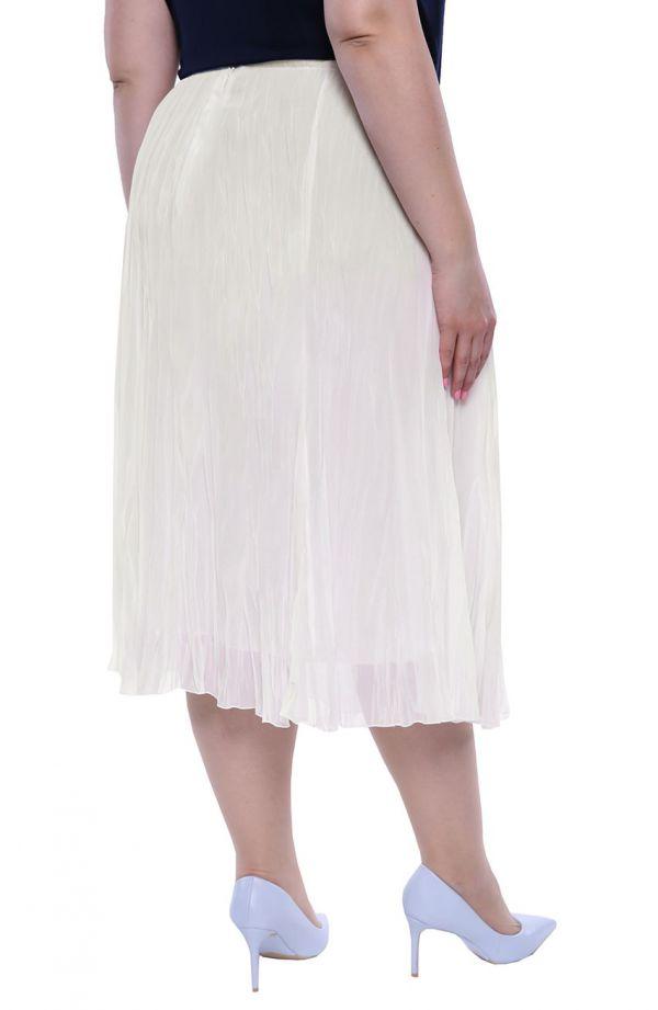 Plisowana spódnica w kolorze mlecznej bieli
