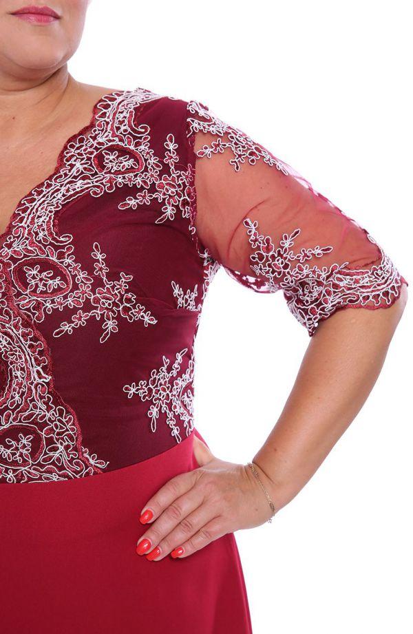 Wieczorowa sukienka w kolorze czerwonego wina