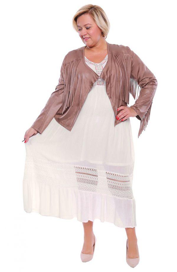 Biała sukienka w stylu artystycznej bohemy