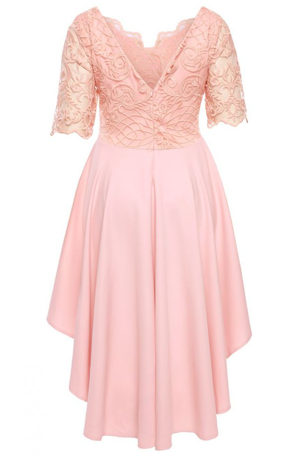 Sukienka z trenem w kolorze pastelowym