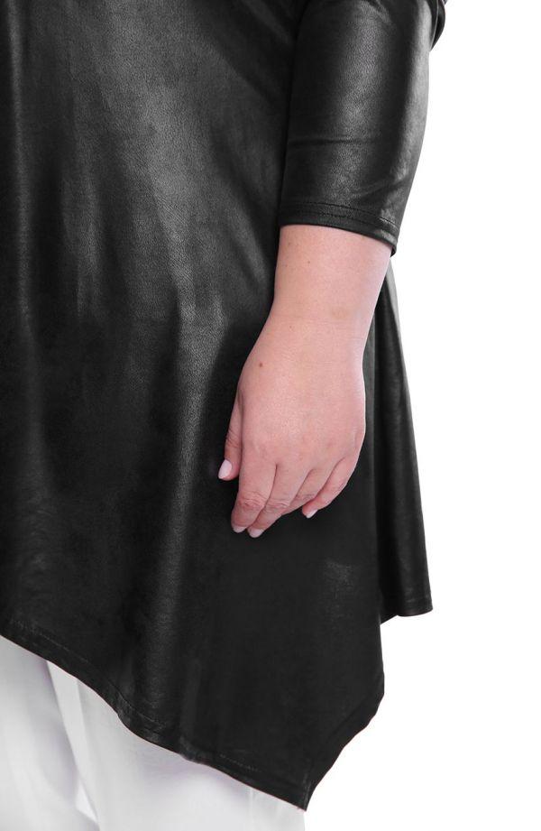 Czarna skórkowa narzutka z przedłużanymi bokami