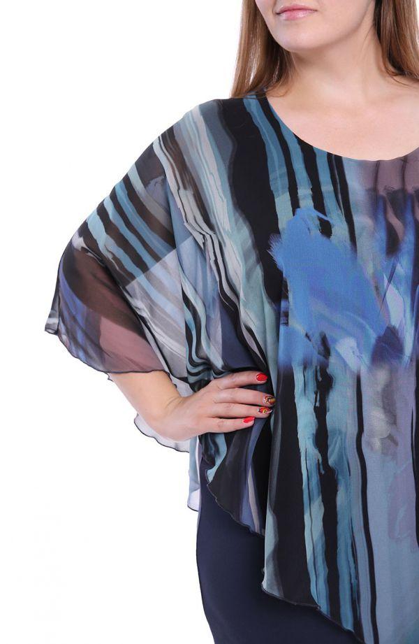 Sukienka z narzutką w morską abstrakcję