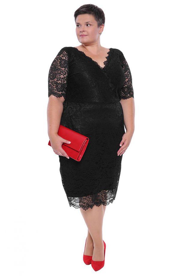Dłuższa czarna koronkowa sukienka dekolt V