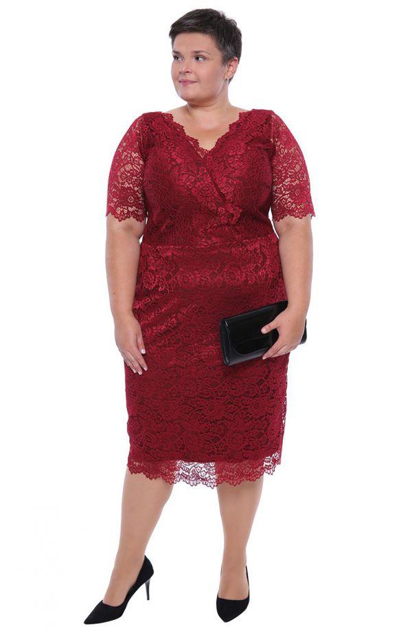 Dłuższa bordowa koronkowa sukienka dekolt V