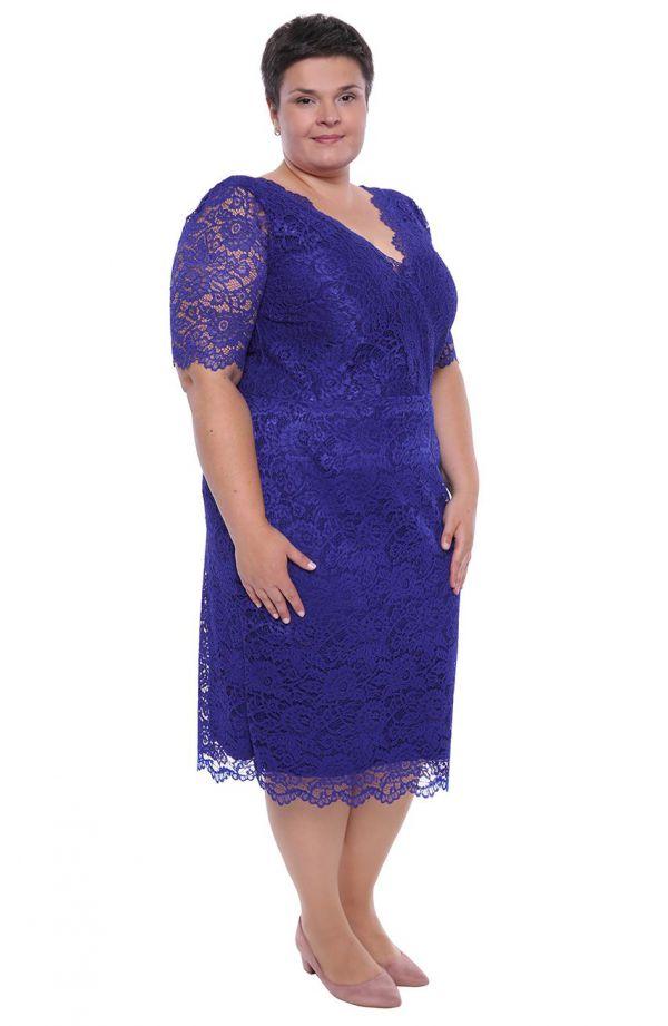 Dłuższa chabrowa koronkowa sukienka dekolt V
