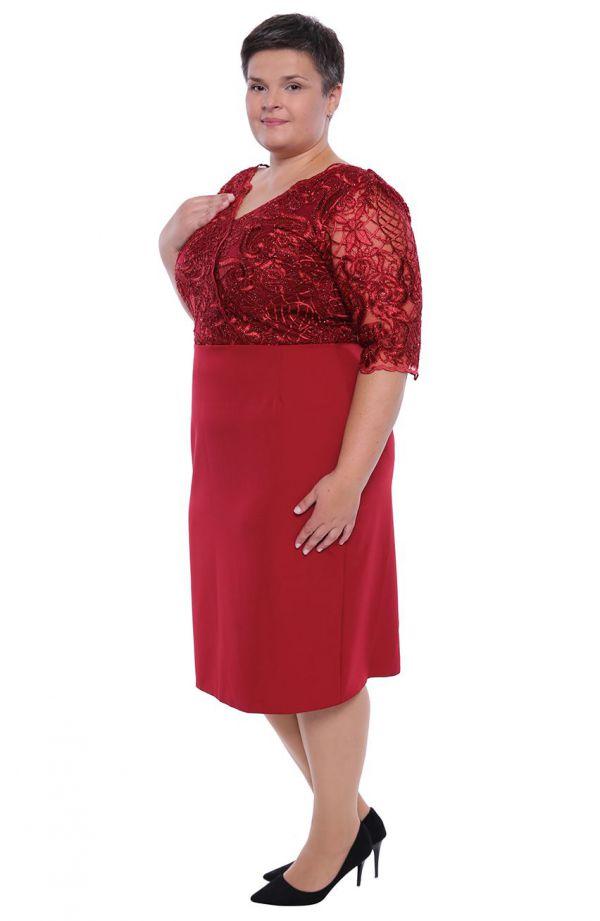 Dłuższa bordowa sukienka połyskująca koronka