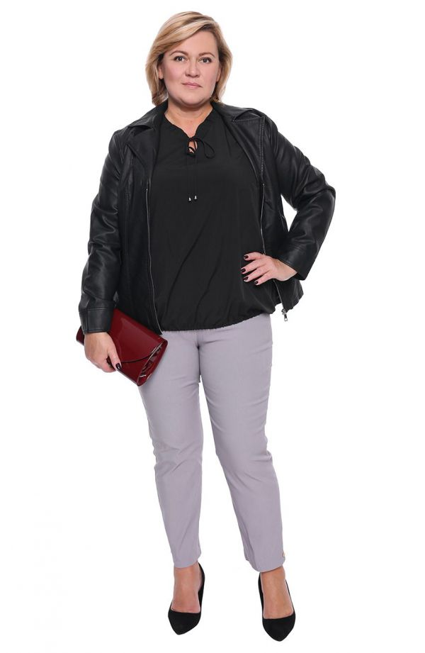 Elegancka czarna bluzka z wiązaniem