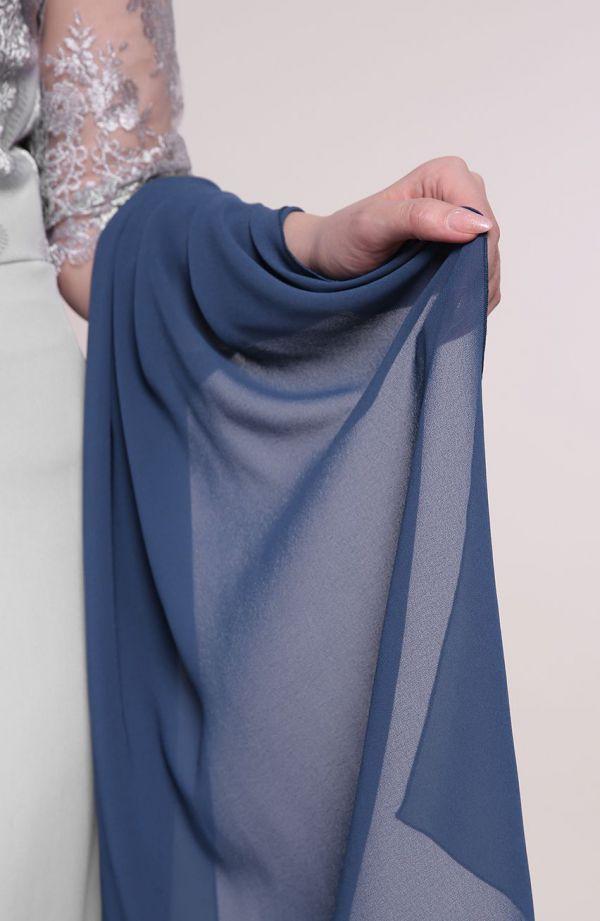 Wizytowy szal w kolorze niebieskim