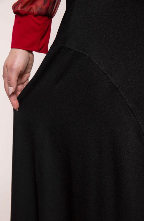 Czarna dzianinowa spódnica kloszowa