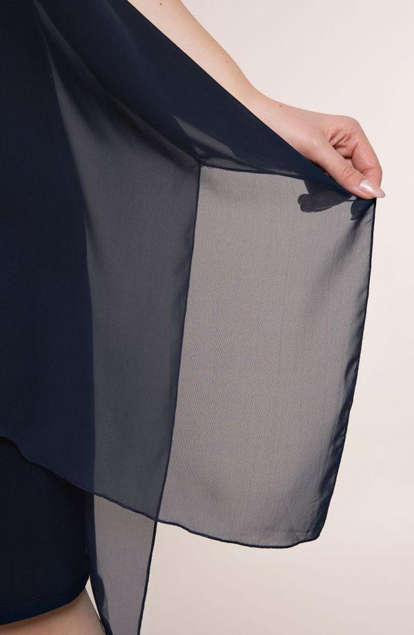 Granatowa asymetryczna sukienka z szyfonem