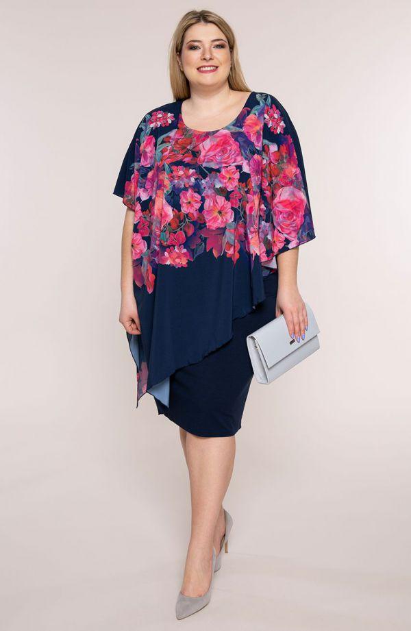 Granatowa sukienka ze skośną narzutą w różowe kwiaty