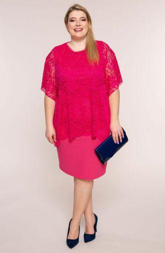 Malinowa sukienka z koronkową narzutką