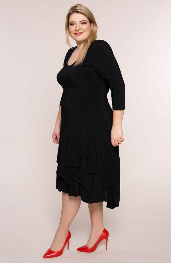 Czarna dłuższa sukienka z falbanką