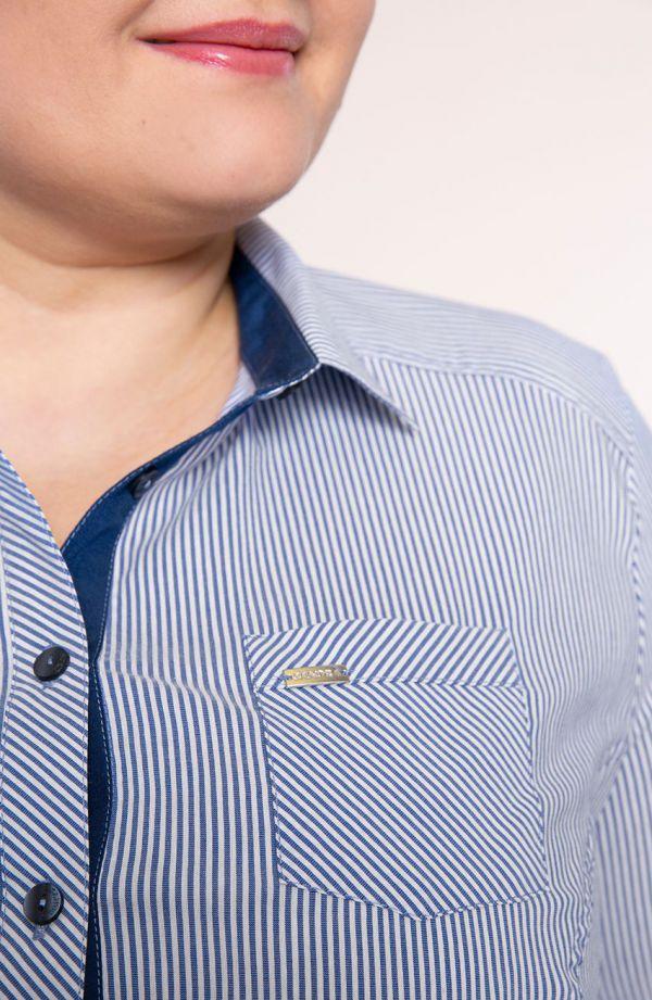 Koszula w błękitne paseczki