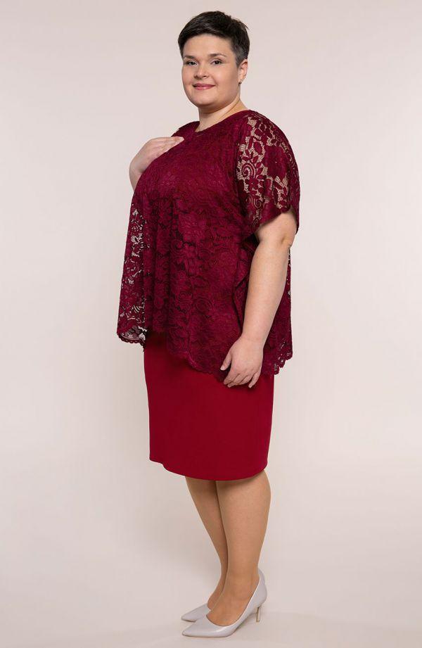 Sukienka z narzutką w odcieniu burgundu