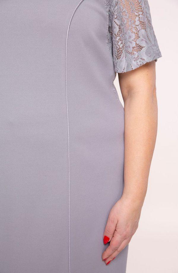 Gołębia sukienka z rękawami z koronki