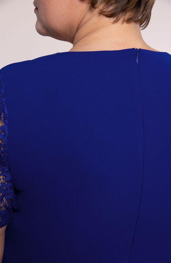 Chabrowa sukienka z rękawami z koronki