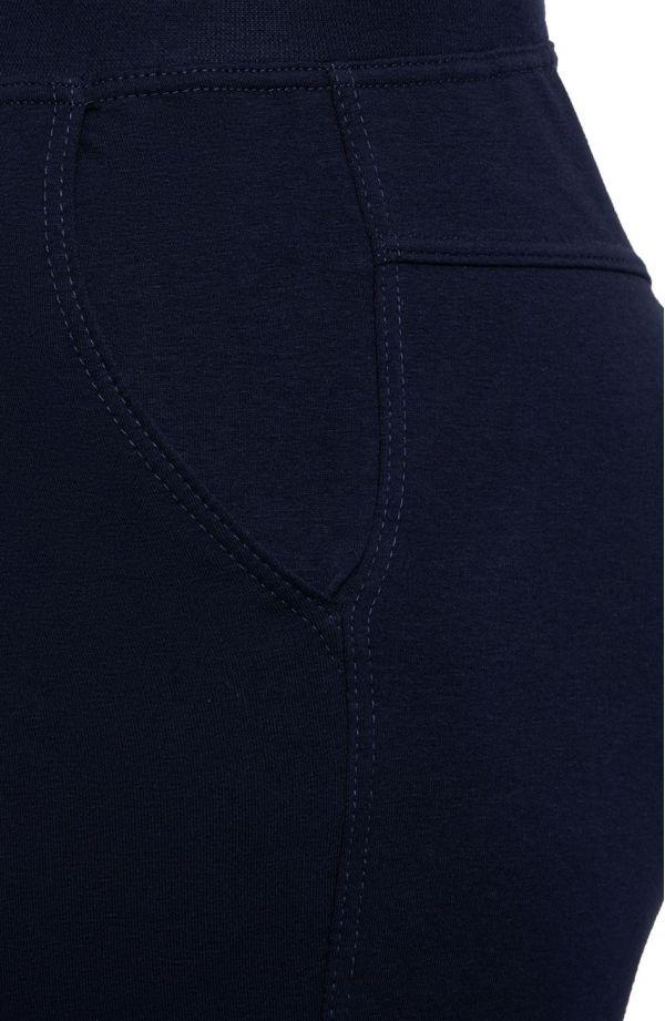 Granatowe spodnie dresowe plus size dla puszystych ze ściągaczem
