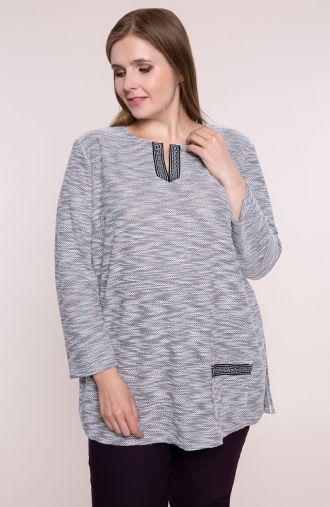Sweterkowa bluzka z ozdobnym dekoltem