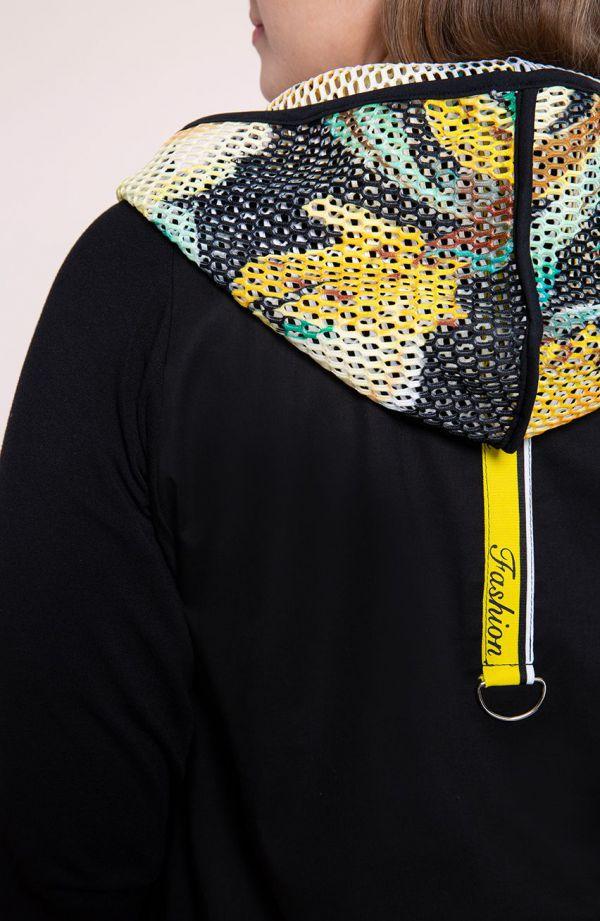 Sportowy płaszczyk z żółtym motywem
