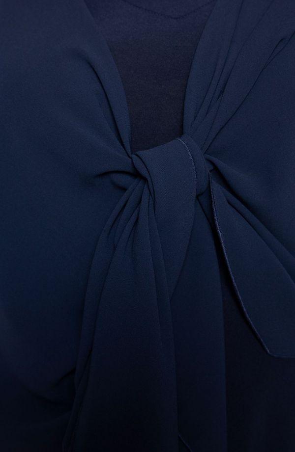 Długa granatowa sukienka z mantylką