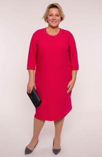 Czerwona sukienka z perłowym dekoltem